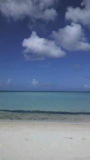 白い砂、碧い海、青い空そして白い雲